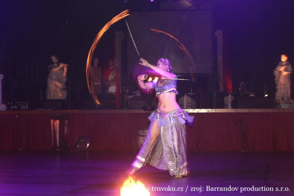 Fire show by Trn v oku dancers - Poi